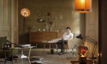 Σάκης Ρουβάς: «Νιώσε τι θέλω» τραγουδάει στο νέο του βιντεοκλίπ!