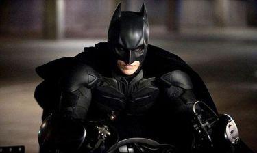 Αγνώριστος ο «Batman»! Με γένια και παραπανίσια κιλά!
