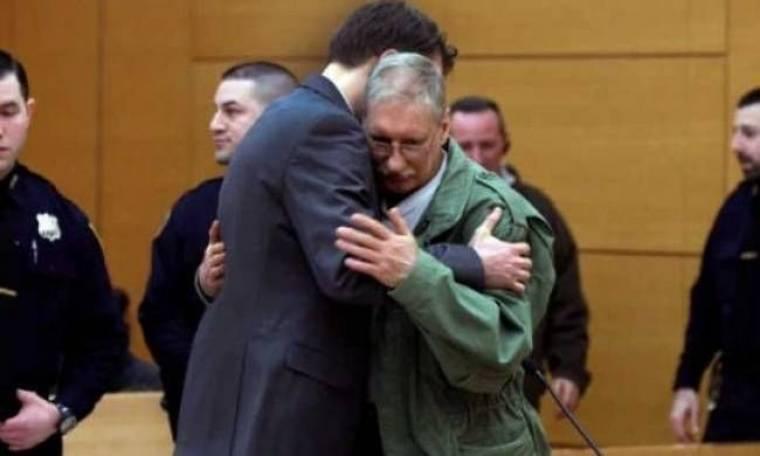 Έζησε 23 χρόνια στη φυλακή για φόνο που είχε κάνει άλλος