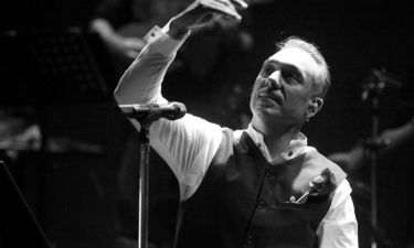 Σφακιανάκης: «Μερικές τραγουδίστριες βάζουν κολάν και στενά μπλουζάκια πάνω από τον αφαλό και είναι αντιαισθητικό»