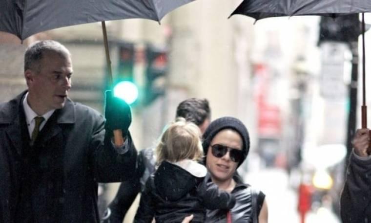 Pink: Παρά τη βροχή απόλαυσε βόλτα με την κόρη της στο Μόντρεαλ