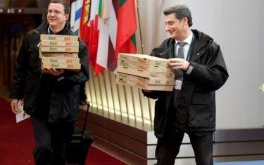 E, ρε κάτι μάσες στο Eurogroup!