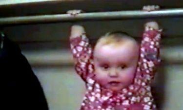 Βίντεο: Κάνει μονόζυγο μέσα στη ντουλάπα!