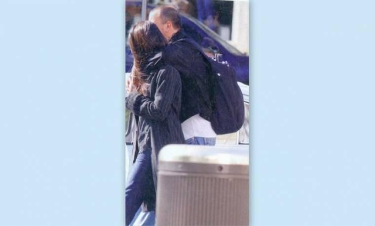 Σκαρμούτσος: Αγκαλιά με την αγαπημένη του στην Αθήνα