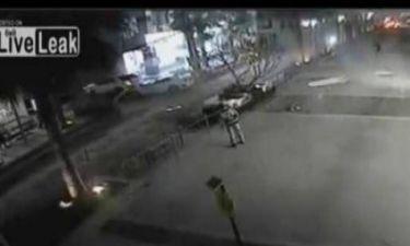 Απίστευτο βίντεο: Αυτοκίνητο έπεσε από τον 4ο όροφο