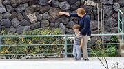Μέρκελ: Μετά τις γυμνές φωτογραφίες τώρα… ντυμένη παίζει με τα εγγόνια του συζύγου της