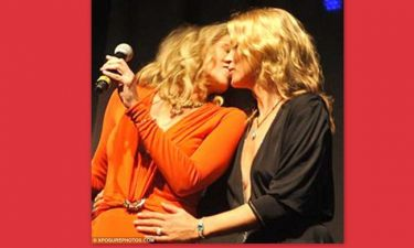 Kate Moss – Sharon Stone: Το φιλί τους στο στόμα κάνει το γύρο του κόσμου!