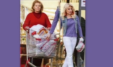 Η Μενεγάκη κάνει τα ψώνια με τη μαμά της και δε φορά… μαντήλα!