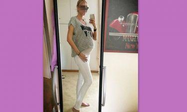 Απίστευτο! Γεννάει από μέρα σε μέρα και φορά skinny παντελόνι!