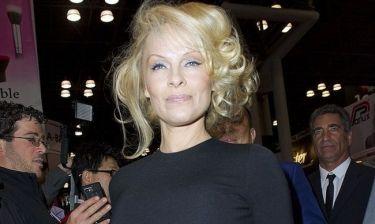 Δε θα πιστεύετε τι φόρεσε η Pamela Anderson!