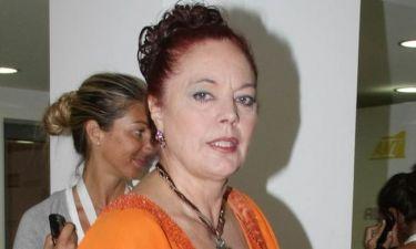 Η Καίτη Παπανίκα ανέβηκε στο σανίδι με σπασμένο χέρι και πόδι! (φωτό)
