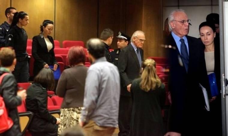 Άβαφη και ταλαιπωρημένη η Βίκυ Σταμάτη στα δικαστήρια!