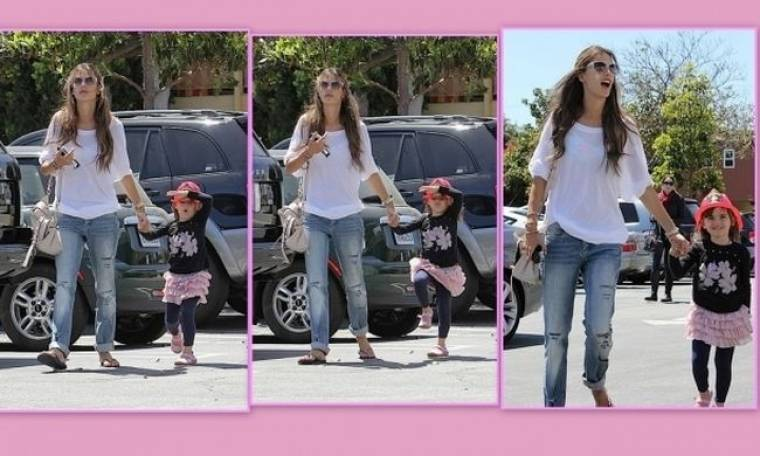 Alessandra Amrbosio-Anja: Δυο κούκλες σε ανοιξιάτικη βόλτα!