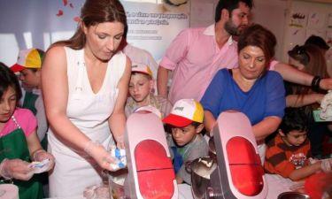 Έλενα Παπαρίζου-Αργυρώ Μπαρπαρίγου: Έφτιαξαν πασχαλινά τσουρέκια για τα παιδιά των Χωριών SOS