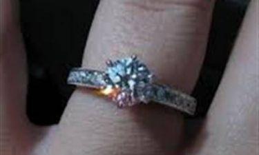 Ηλικιωμένη κατάπιε διαμάντι αξίας 5.000 δολαρίων