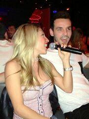Μαρία Καρλάκη: Διασκέδασε στο Romeo και είπε και ένα τραγούδι