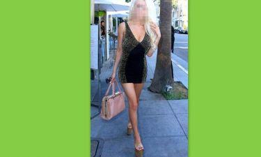 Με ένα σούπερ μίνι φόρεμα και με τεράστιους κοθόρνους έκανε τσάρκα!