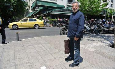 Μάκης Τσέλιος: Με τσάντα στο Κολωνάκι με κομπολόι στην Μύκονο