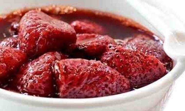 Σιγοψημένες φράουλες στο φούρνο