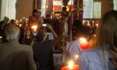 ΠΕΙΡΑΙΑΣ: Ο ιερέας έριχνε βεγγαλικά στο Χριστός Ανέστη! (βίντεο-φωτο)