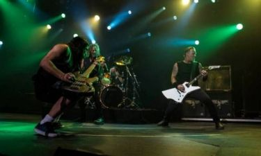 Ένα μπάσο των Metallica αναστατώνει την Ινδονησία