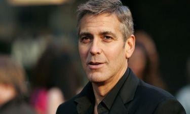 George Clooney: Με μουστάκι και... τσουλουφάκι στα 52 του!