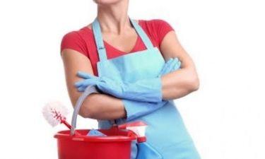 Πόσα θα έβγαζε μια μαμά αν πληρωνόταν για τις δουλειές του σπιτιού;