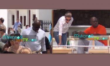 Michael Jordan: Βόλτες στα σοκάκια της Μυκόνου και για φαγητό στο Super paradise με την σύζυγό του