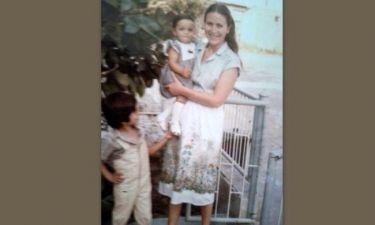Ποιος τραγουδιστής είπε χρόνια πολλά στη μαμά του με μία φωτογραφία από το παρελθόν;