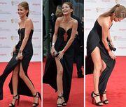 Φύσηξε αγέρας και της σήκωσε το φόρεμα!