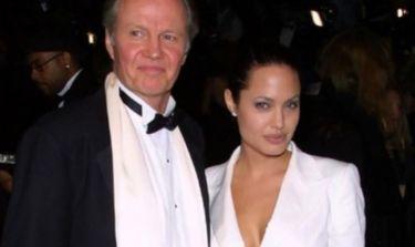 Απίστευτο! Angelina Jolie: Ο πατέρας της έμαθε για την μαστεκτομή από το διαδίκτυο