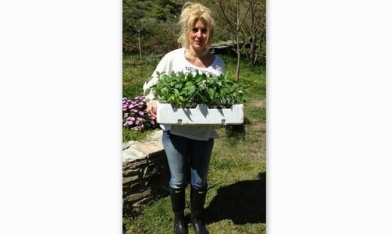 Η Ελένη Μενεγάκη έστειλε στα Άχλα τα λουλούδια της με τον… Ματέο!