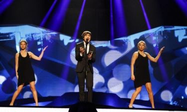 Eurovision 2013: Βέλγιο: Ο Roberto Bellarosa με μαύρο κοστούμι ερμήνευσε το «Love Kills»