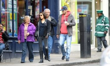 Mila Kunis - Ashton Kutcher: Βγήκαν για καφέ με τους γονείς της