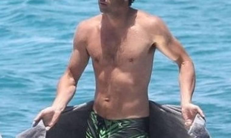 Ένας sexy άντρας που στα 47 του έχει το σώμα 30άρη