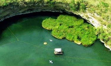 Εντυπωσιακές φωτογραφίες: Η πιο βαθιά φυσική «πισίνα» στον κόσμο!