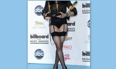 Ποια 54χρονη star εμφανίστηκε στα Billboard Awards κυριολεκτικά με τις ζαρτιέρες;