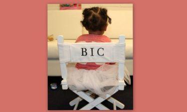 Η κορούλα της απέκτησε την καρέκλα του σκηνοθέτη!