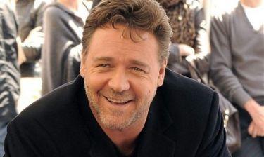 "Russell Crowe: ""Πώς έζησα 49 χρόνια σε αυτόν τον πλανήτη χωρίς να έχω επισκεφθεί τα ελληνικά νησιά;"""