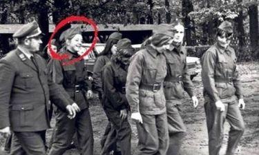 Η φωτογραφία της Μέρκελ με στρατιωτικά που κάνει το γύρο του κόσμου!