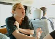 ΣΟΚ! Πασίγνωστη τραγουδίστρια ήπιε τα ούρα της!