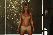 Jennifer Aniston: Το απίστευτο στριπτίζ της!