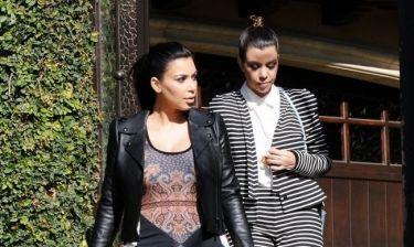 Η Kim θέλει να πάρει το μωρό της μαζί στην περιοδεία του Kanye και η Kourtney της τα έχωσε!