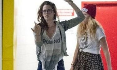 H Κristen έχασε την ψυχραιμία της: Και «χαιρέτησε» τους paparazzi με τον δικό της τρόπο!