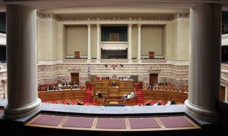 Δείτε ποιοι από τους 300 κουβαλούν «κουμπούρια» στη Βουλή