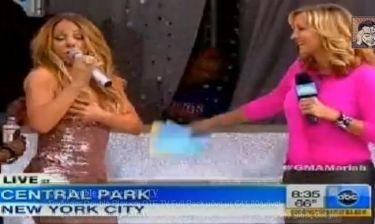 Mariah Carey: Σκίστηκε το φόρεμα της κατά την διάρκεια τηλεοπτικής της συνέντευξης