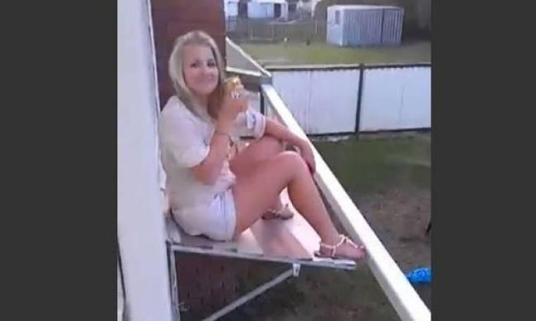 Βίντεο: Θα αντέξει το σκέπαστρο το βάρος της κοπέλας;