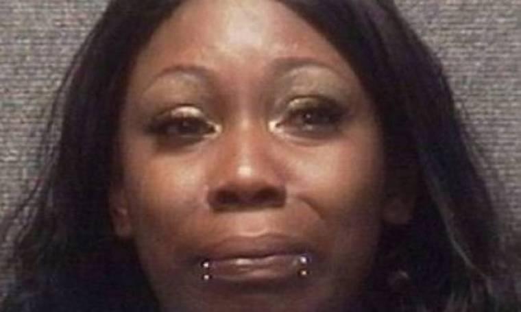 Απίστευτο: Τη συνέλαβαν επειδή φορούσε...