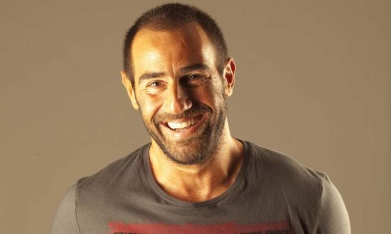 Ο Αντώνης Κανάκης θα παρουσιάσει το τραγούδι του στους «Ράδιο Αρβύλα»