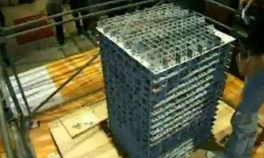 Bίντεο: Πύργος από 91.800 τραπουλόχαρτα